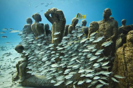Jason deCaires Taylor, Silent Evolution, underwater sculpture in the Museo Subacuático de Arte, Cancun/Isla Mujeres, Mexico, 2009. Image courtesy of the artist.